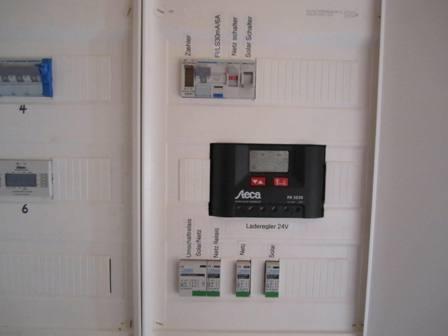 Sicherungskasten mit Laderegler und Umschaltung Netz/Solar